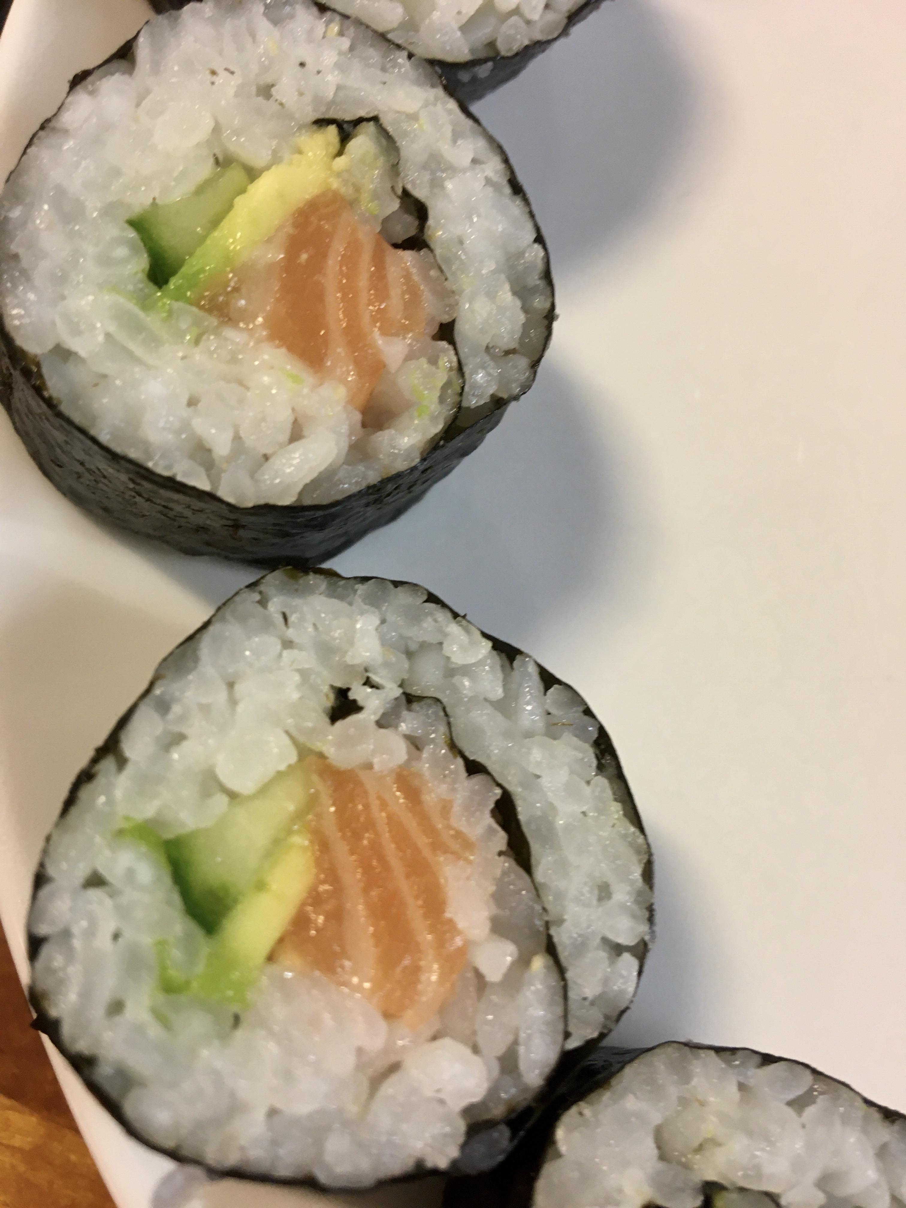 Sushi With Yuuko – Salmon Roll